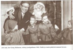 Yhdistyksen ensimmäiset omat pikkujoulut järjestettiin vuonna 1960. Joulun alla v. 1957 yhdistyksen jäsenet viettivät puku- ja naamiaisjuhlia.